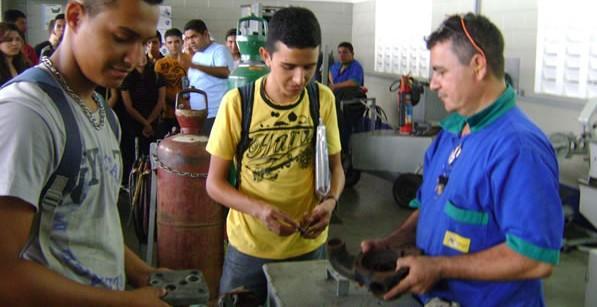 Foto-2-Treinamento-e-cursos-projeto-aprendiz-aula-de-campo